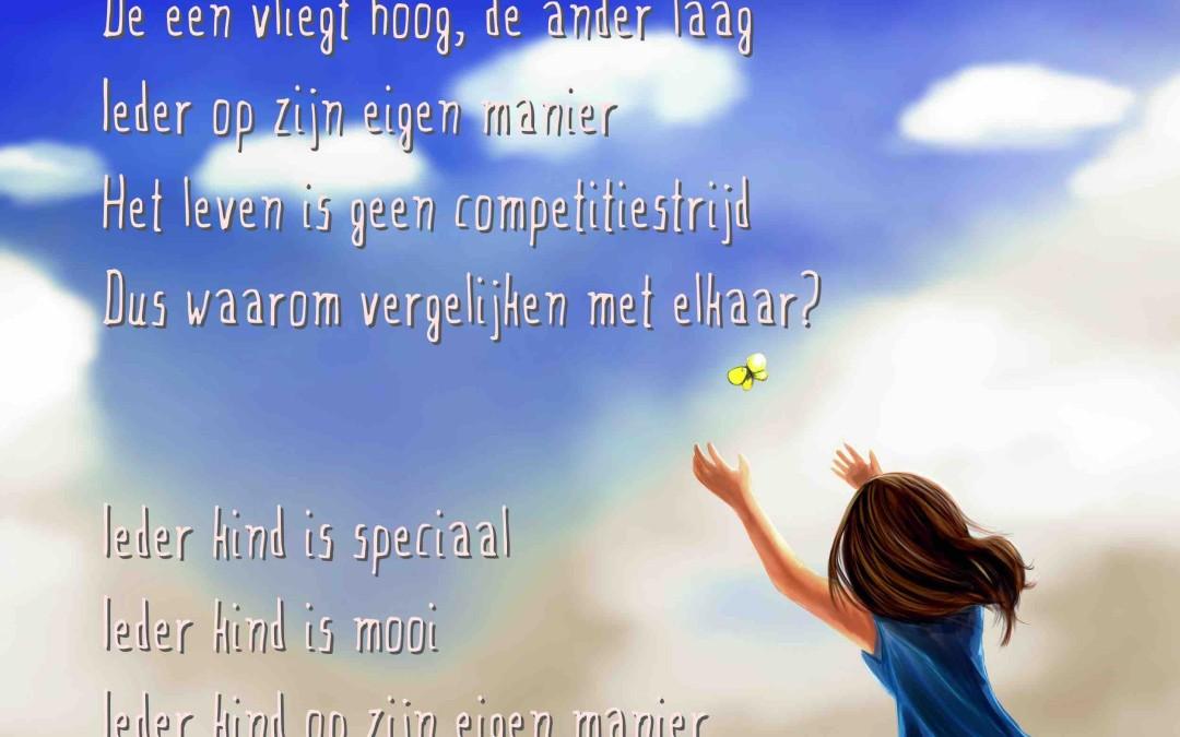 Onderwijs spreuk: Een kind is als een vlinder in de wind. De een vliegt hoog, de ander laag. Ieder op zijn eigen manier. Het leven is geen competitiestrijd. Dus waarom vergelijken met elkaar. Ieder kind is speciaal. Ieder kind is mooi. Ieder kind op zijn eigen manier.