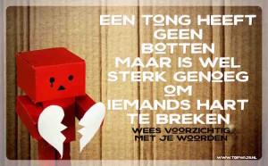 Een poster tegen pesten: Een tong heeft geen botten, maar is wel sterk genoeg om iemands hart te breken. Wees voorzichtig met je woorden. pesten - klassenposter - sociaal emotioneel - gedrag - omgangsvormen - roddelen